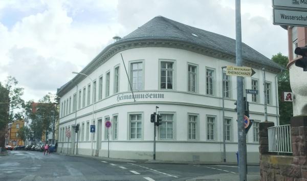 Bild Kostheim alte Ortsverwaltung Heimatmuseum KCV Mainz Wiesbaden Hauptstrasse 137 06-2016
